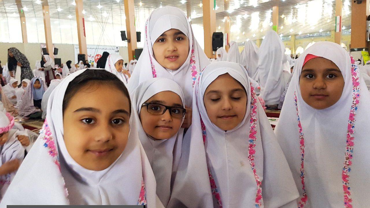 جشن بزرگ تکلیف ۱۵۵۰ دانش آموز دختر در شهرستان بندرماهشهر برگزار شد+ تصاویر